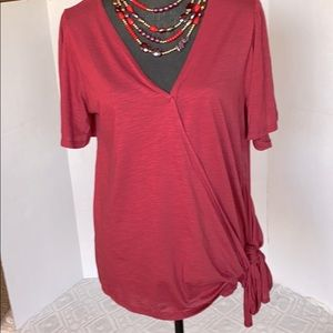 Medium Entro side tie tee with flutter sleeves.